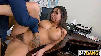 Secretária de buceta cabeluda dando gostoso